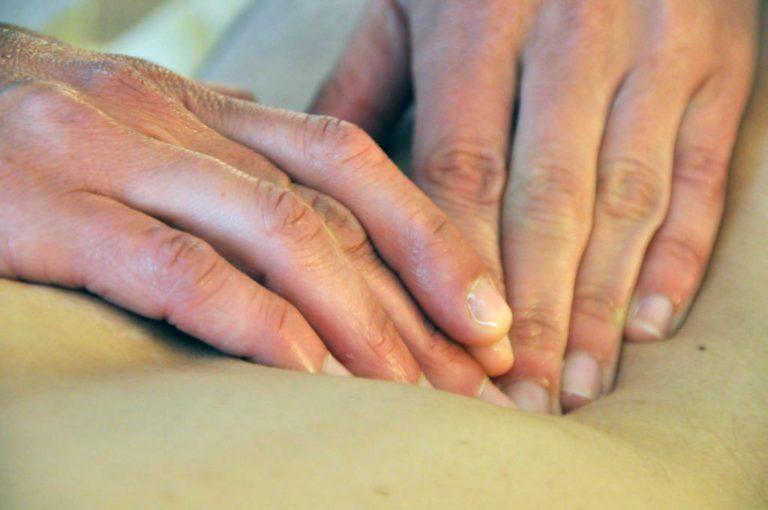 Hände bei der Massage